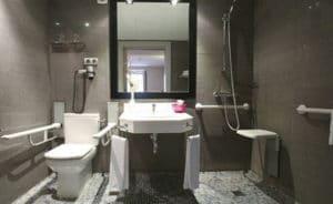 cuarto de baño accesible adaptado